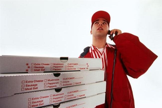Навостоке столицы преступники вмасках отняли укурьера две пиццы