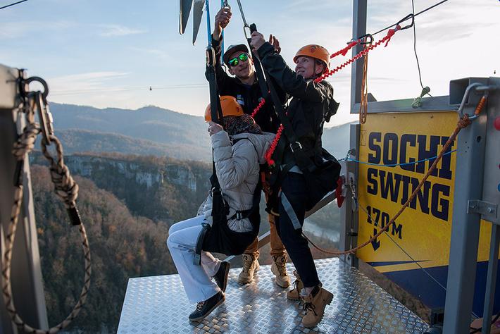 Девушка-колясочница прыгнула наспор с207 метров вСкайпарке вСочи
