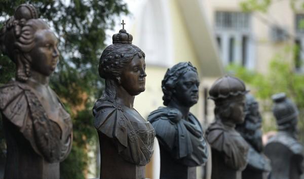 Монумент Ельцину появился наАллее правителей в столицеРФ