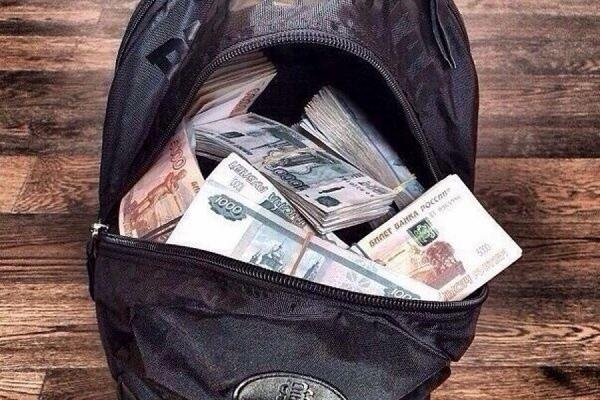 Вцентральной части Москвы неизвестные похитили унезнакомца сумку с13 млн руб.