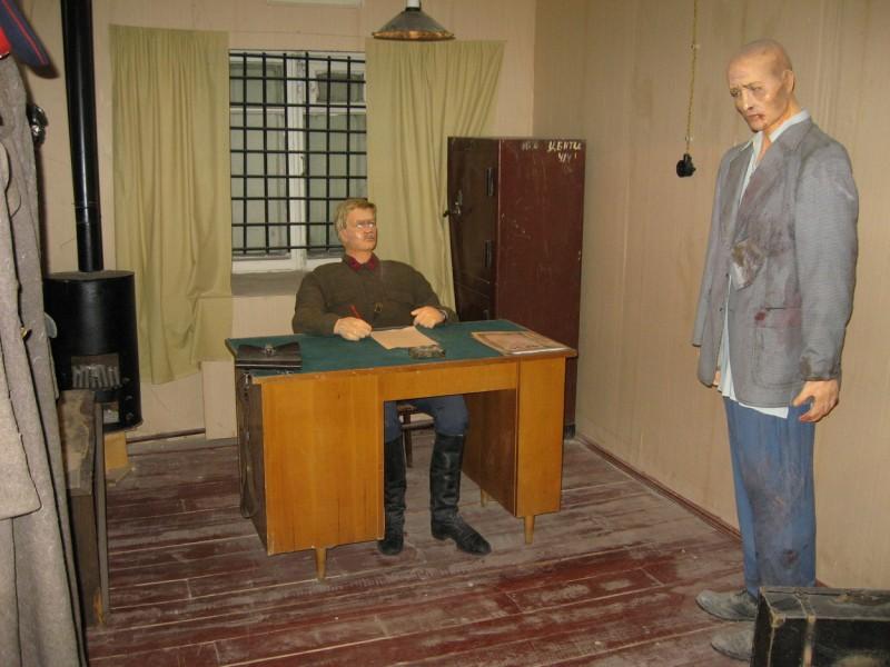 Около  музея ГУЛАГа повесили чучело Александра Солженицына