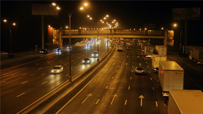 Шофёр фургона умер при столкновении савтокраном насеверо-западе МКАД