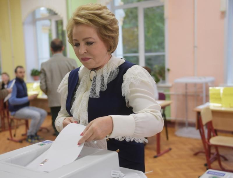 Матвиенко отдала голос навыборах в столице