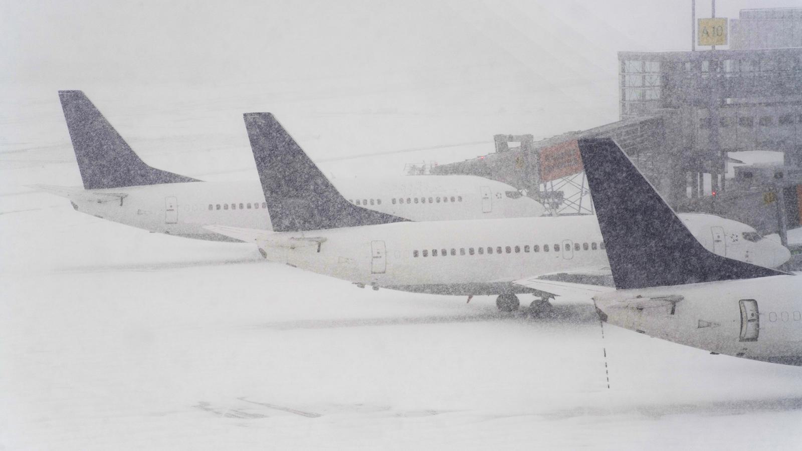 Ваэропортах столицы были отменены неменее 40 рейсов