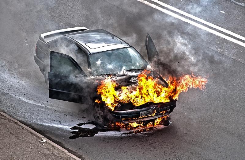 Автомобиль зажегся впроцессе движения в российской столице