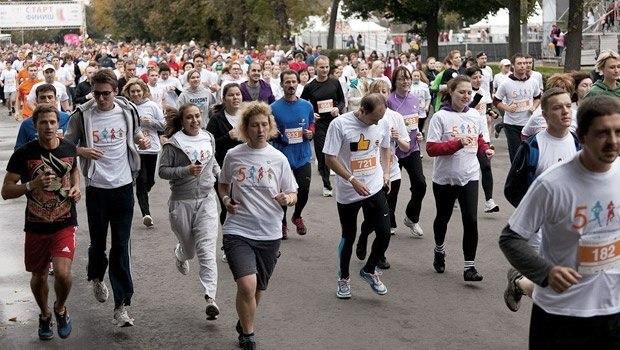 Благотворительный забег впарке Горького собрал две тысячи человек
