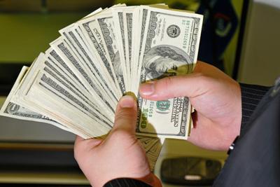Представительные «банкиры» увели умосквича 6 млн. руб. при обмене валюты