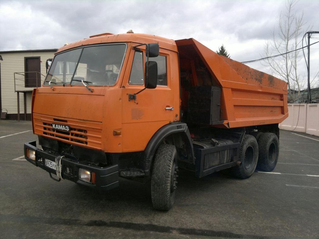 Движение наКрымском мосту перекрыто из-за горящего фургона