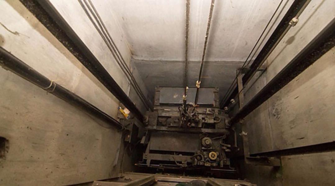 Труп человека отыскали вшахте лифта вдоме в«новой Москве»