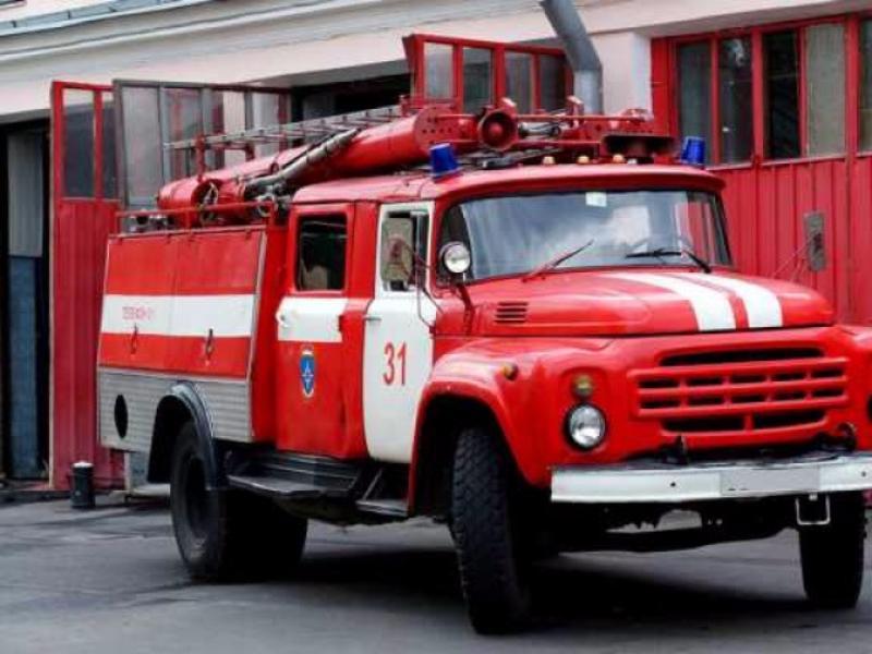 Cотрудники экстренных служб устранили пожар накрыше московской Школы №1583