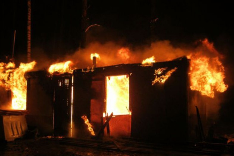 Строительные бытовки загорелись на45-м километре Калужского шоссе