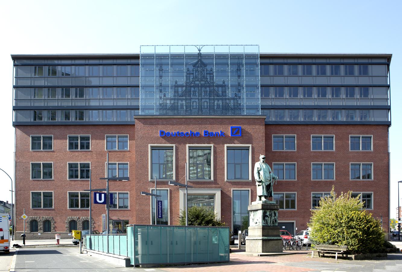 Клиенты банка вГермании безразлично перешагивали через умирающего пенсионера