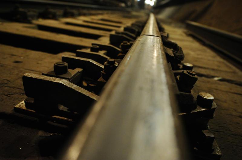 Мужчина прыгнул между вагонами поезда настанции метро «Перово»