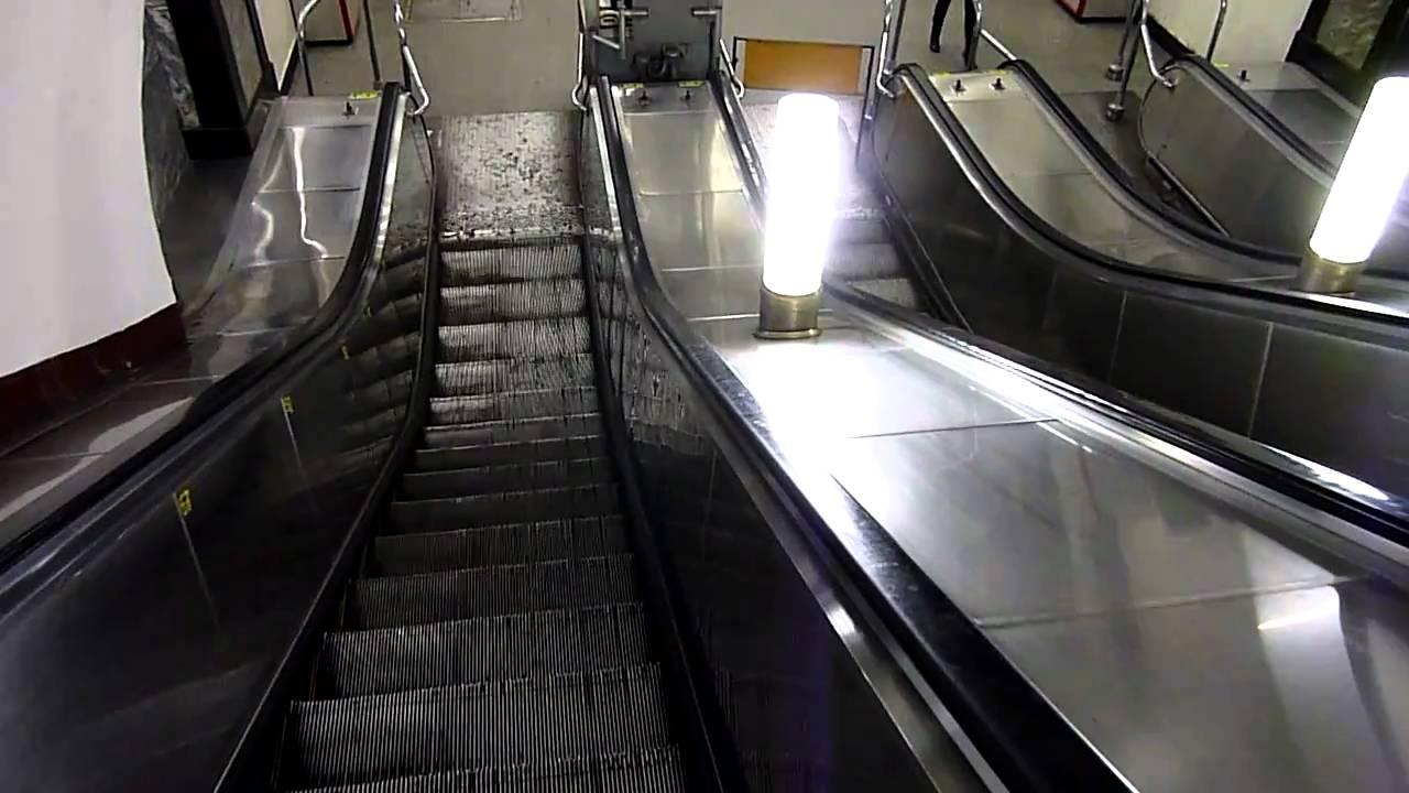 Вмосковском метро нетрезвый мужчина скатился с40-метрового эскалатора