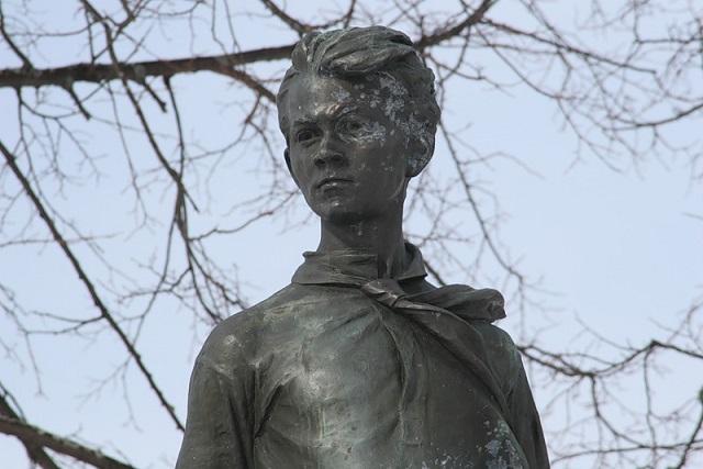 Русские  пионеры требуют восстановить монумент  Павлику Морозову