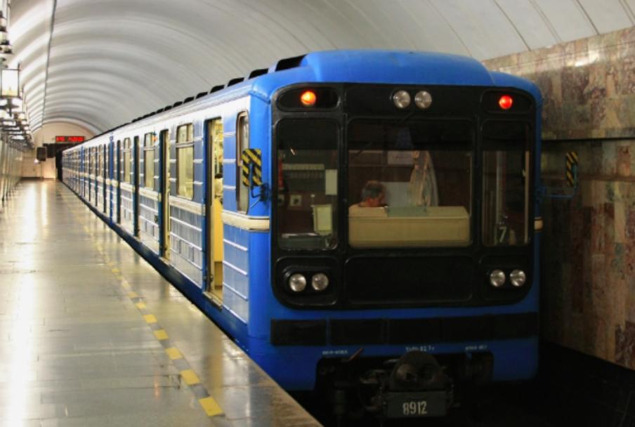 Поезд срепродукциями картин русской живописи двадцатого века запустили вмосковском метро