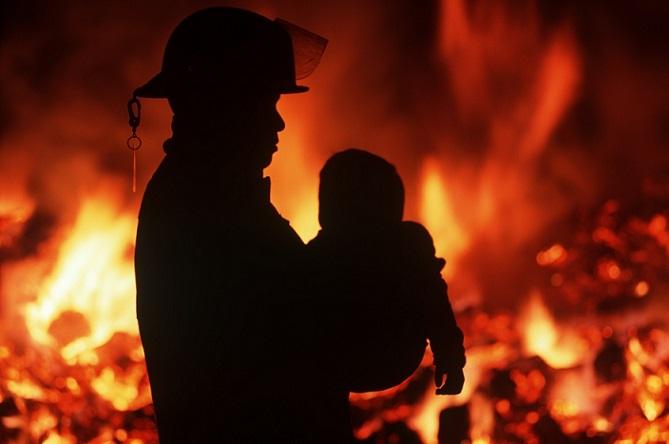 Впожаре вжилом доме в столице спасены три человека