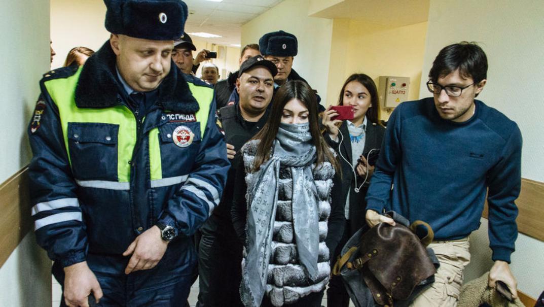 Шофёр  наMercedes заберет стритрейсершу Мару Багдасарян изспецприемника