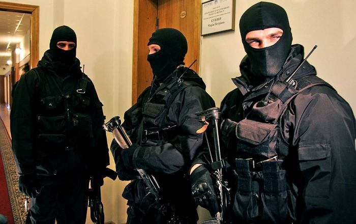 Служащих антикоррупционного управления МВД задержали поделу Сугробова