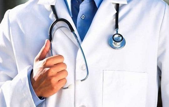 Главврача московской клиники сократили из-за выставленного пациента синсультом