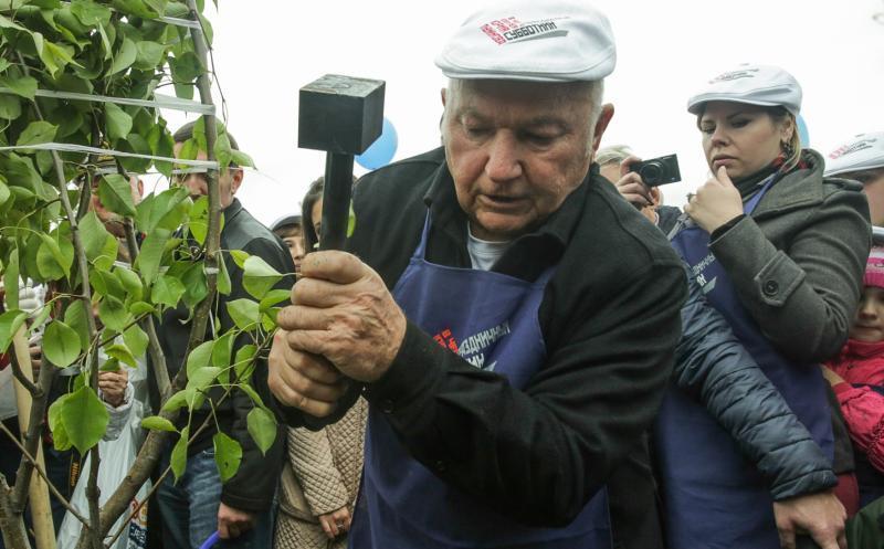 В «лужковском» субботнике участвовали как минимум 6000 граждан игостей столицы