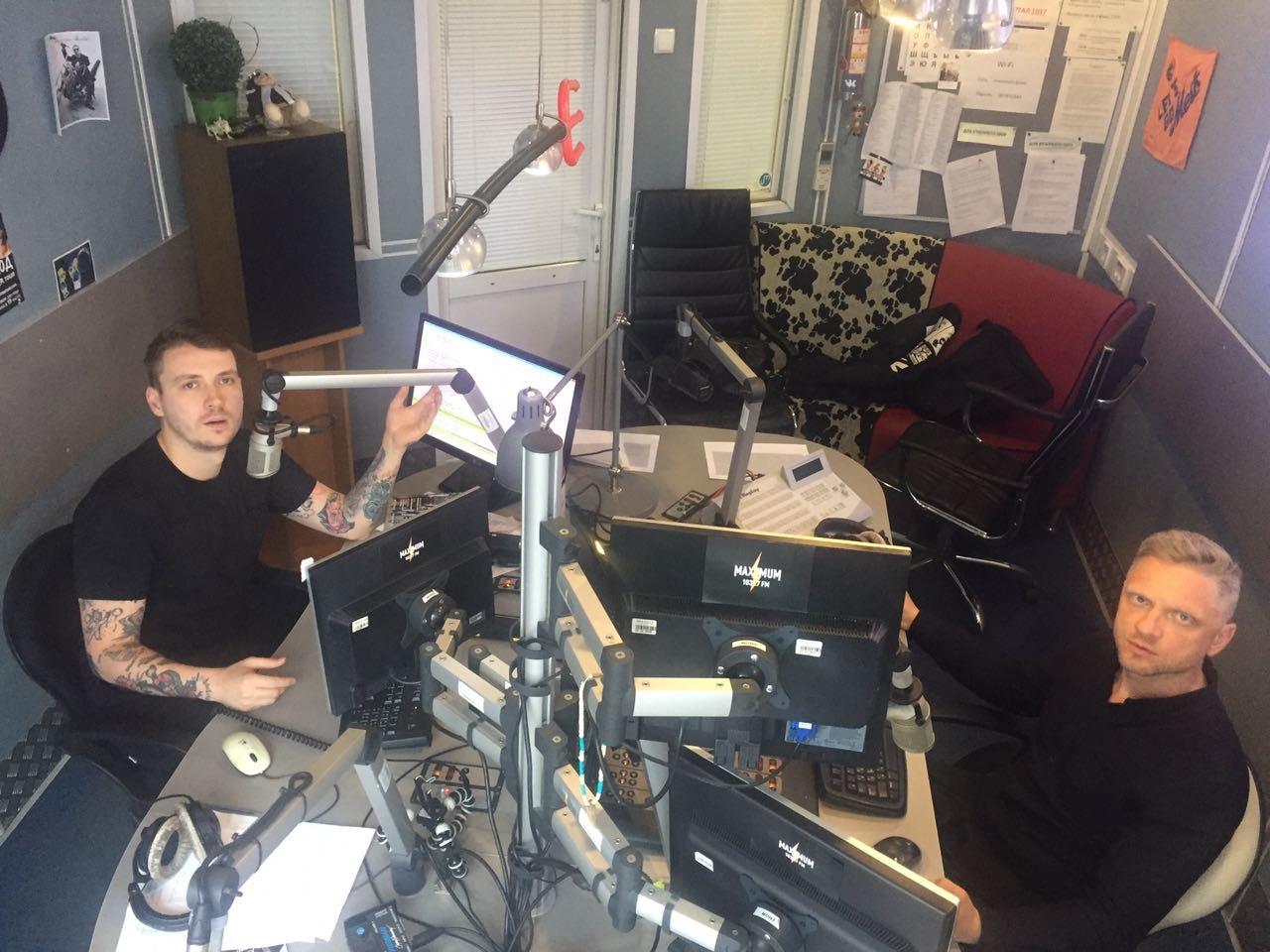 Эфир радиостанций MAXIMUM DFM и ХИТ FM прерван помехами неизвестного происхождения