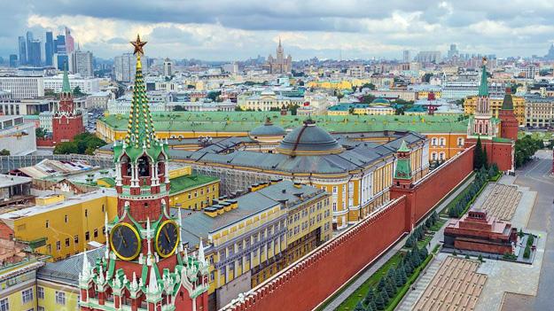 Московский Кремль иСоборная площадь свысоты птичьего полета