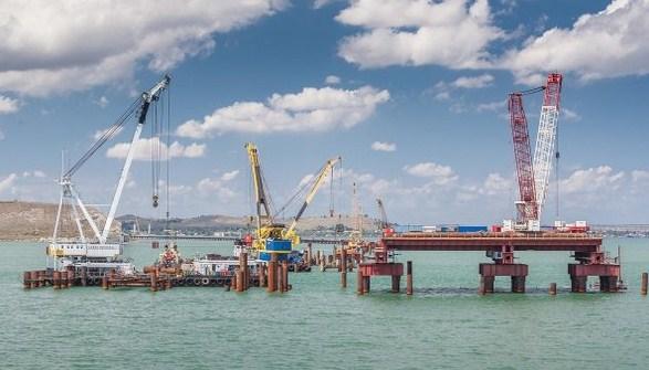 Строители моста через Керченский пролив сняли клип освоей работе