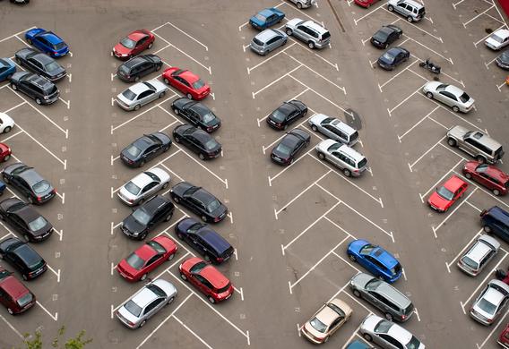 Стоянка  авто  впределах московского парковочного пространства будет  бесплатной вДень РФ