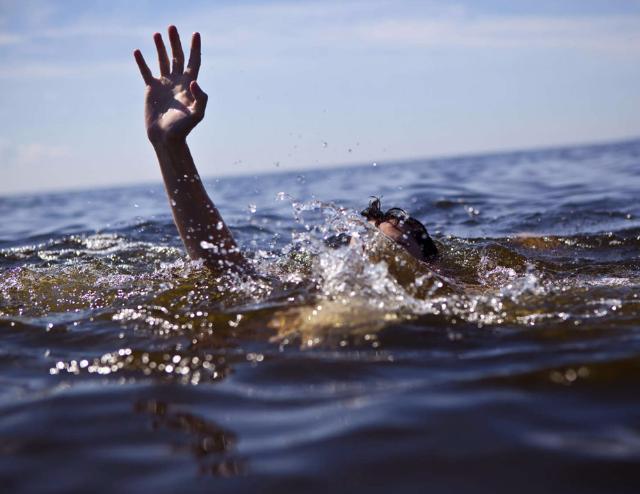Работники милиции спасли женщину из водоема наюго-востоке столицы