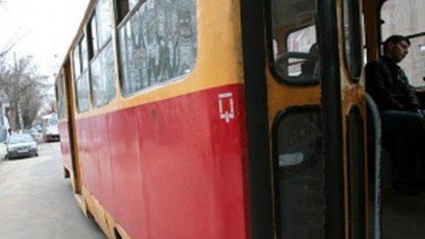 Наюге столицы трамвай сошел срельсов