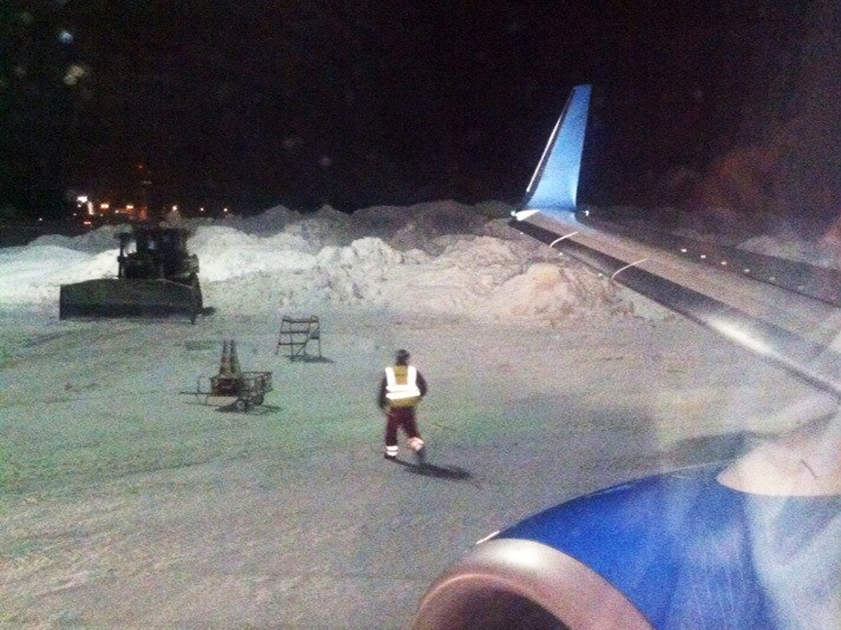 ВоВнуково аварийно садится самолёт из-за поломки шасси