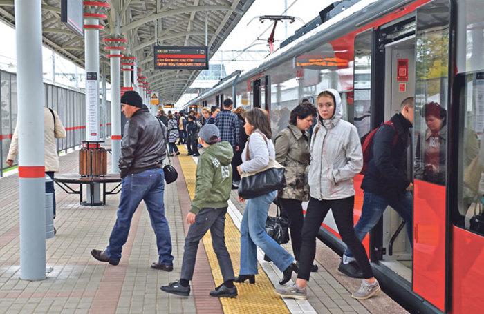На15 станциях Московского центрального кольца установили лавочки