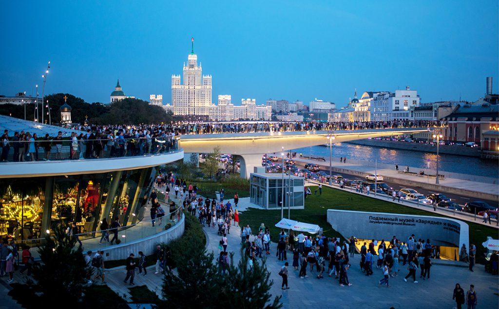 Столичный парк «Зарядье» замесяц посетили неменее млн. человек