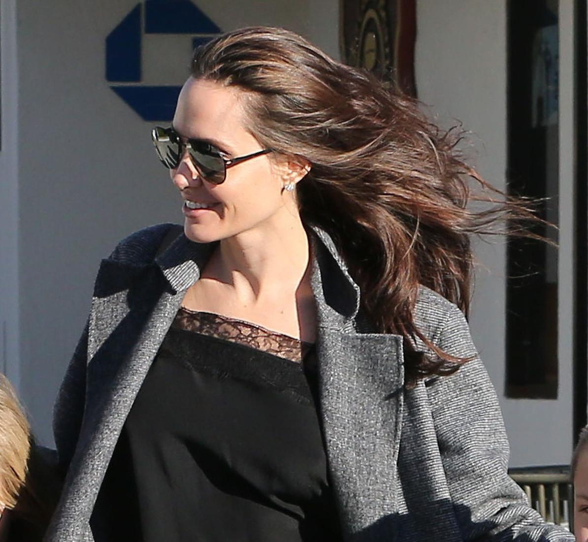 Джоли взволновала почитателей после похода помагазинам вМалибу