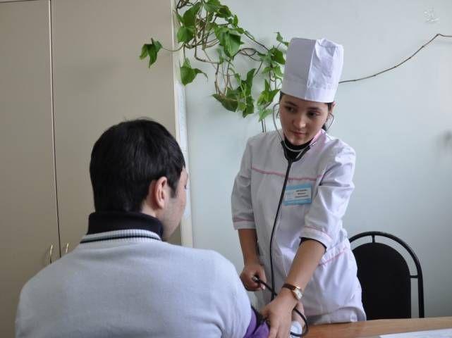 Молодым врачам рекомендуют работать в селе
