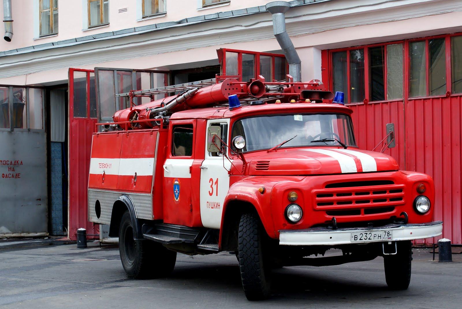 Троих человек спасли впожаре вквартире вцентральной части Москвы