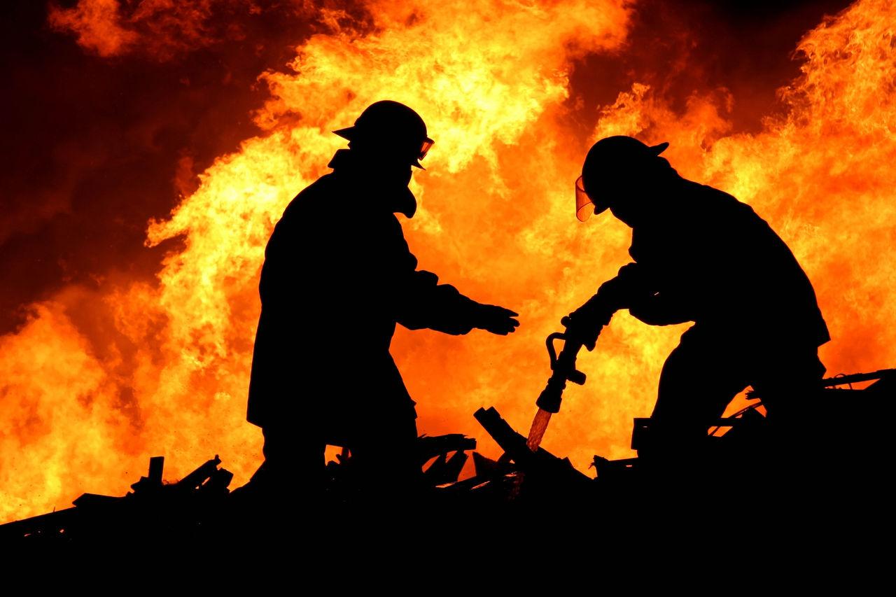 Вглобальной сети появилось видео крупного пожара нарынке строительных материалов в столице