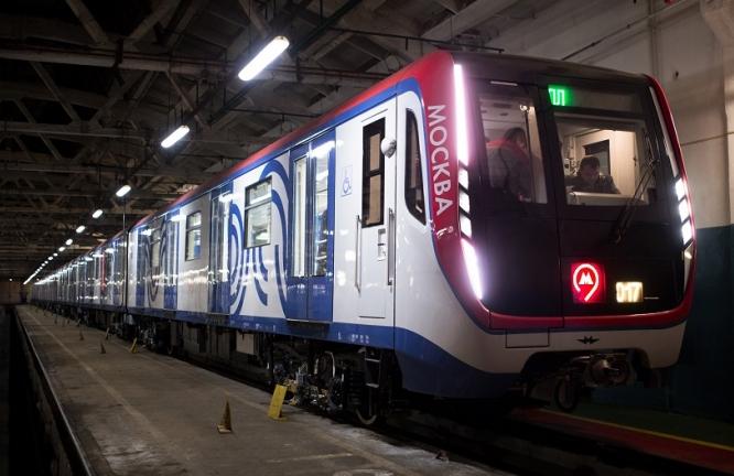 Пассажиры метро назвали USB-зарядки для девайсов лучшим нововведением поезда «Москва»
