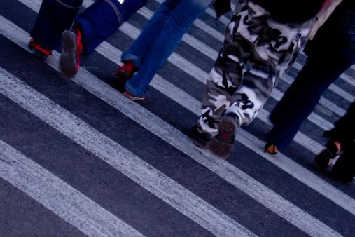 Шофёр иномарки сбил напереходе вцентре столицы 2-х пешеходов