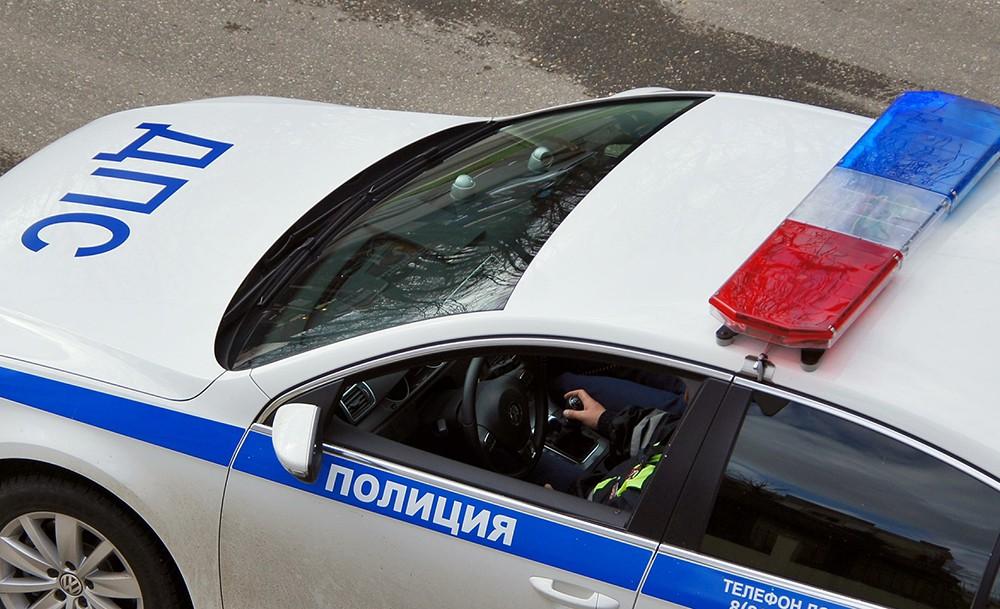 В столице России шофёр БМВ протаранил полицейский автомобиль и исчез