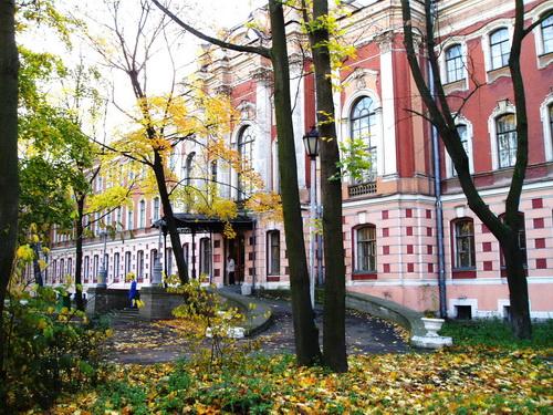 ВПетербурге троим военнослужащим, убившим медсестер, продлили арест доначала зимы