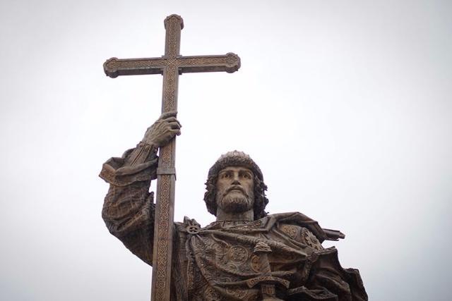 Монумент правителю Владимиру москвичи назвали лучшим изустановленных втечении следующего года