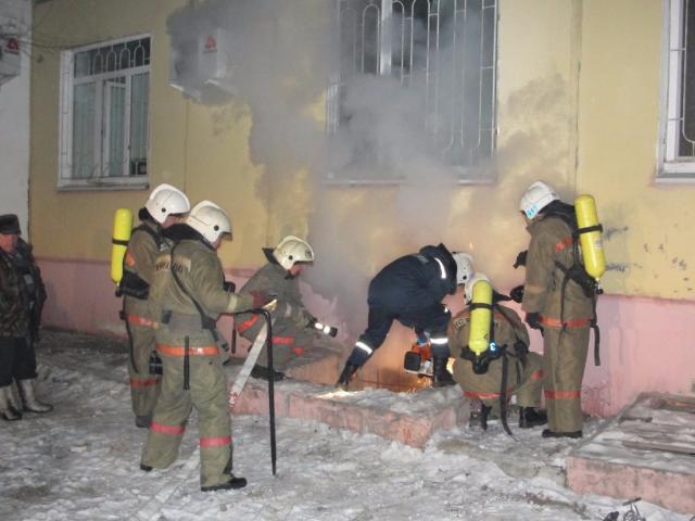 Люди эвакуированы изадминистративного здания вцентре столицы из-за пожара