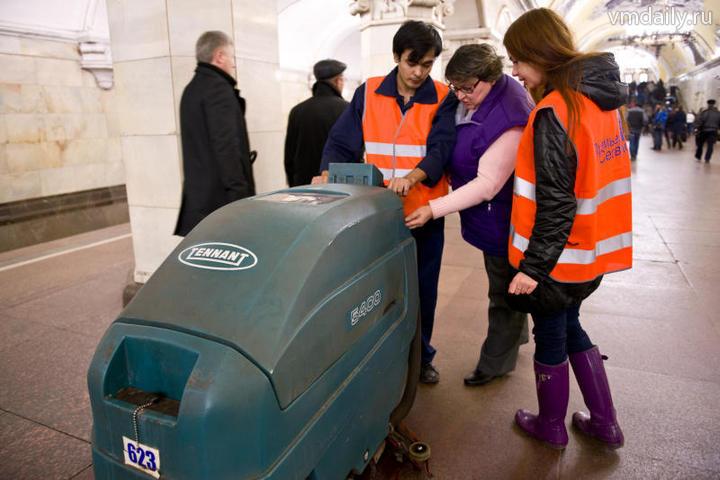 Уборщики нескольких станций вмосковском метро отказались работать из-за отсутствия заработной платы