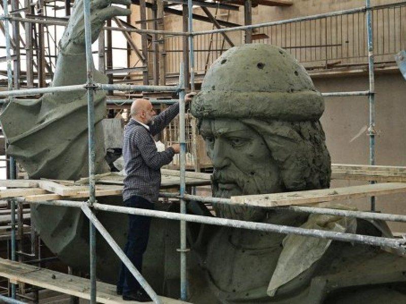 В столице  преждевременно  сняли леса с монумента  правителю  Владимиру