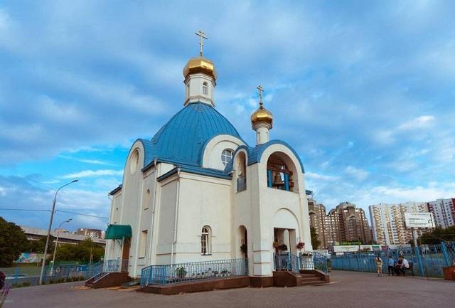 Мужчина сорвался скупола храма Казанской иконы Божией матери в столице