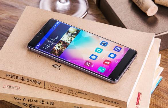 Безрамочный смартфон Elephone S3 доступен для заказа в черном цвете