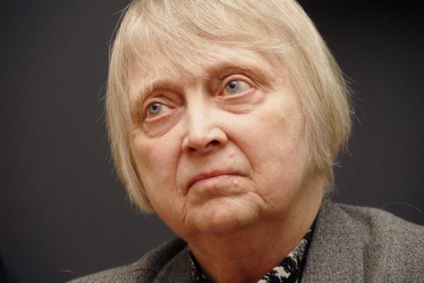 В столицеРФ под электричку угодила 77-летняя внучка Хрущева