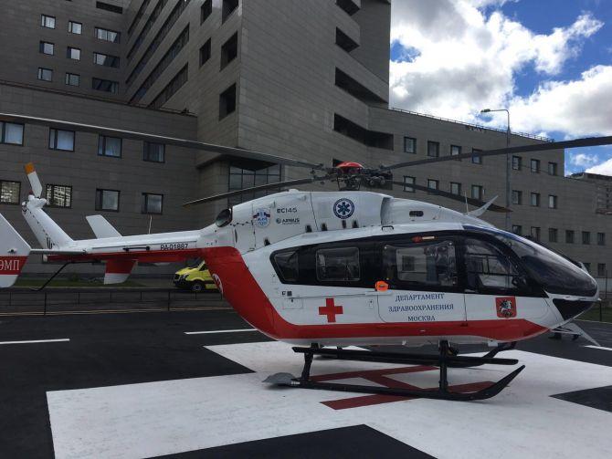 Вертолетом МАЦ раненого вДТП наКалужском шоссе ребенка доставили в поликлинику